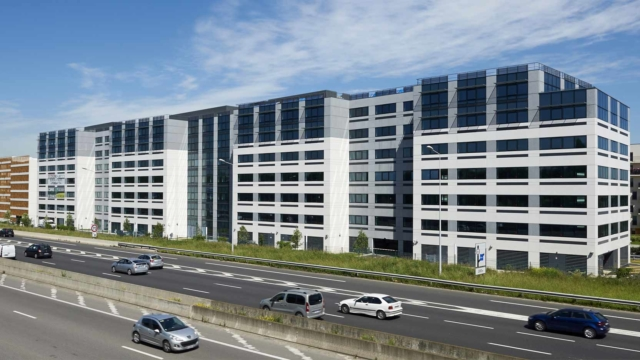 Néo in Velizy, a 20,300 m² office building on behalf of Foncière Partenaires