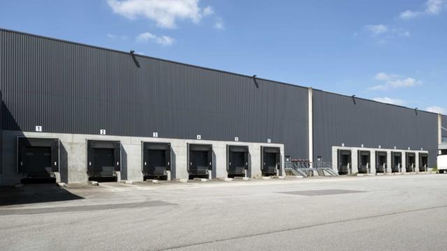 Plateforme logistique à Saint-Méen en Bretagne en cours de commercialisation
