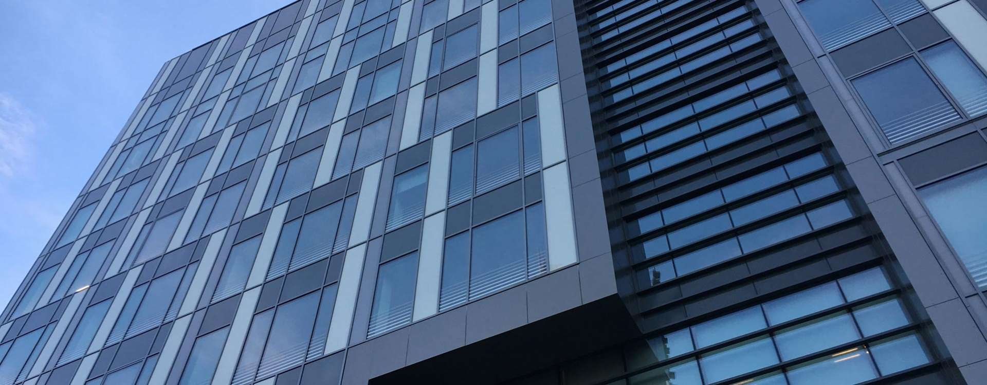 United in Clichy, a 7,000 m² office building on a site subject to multiple restrictions
