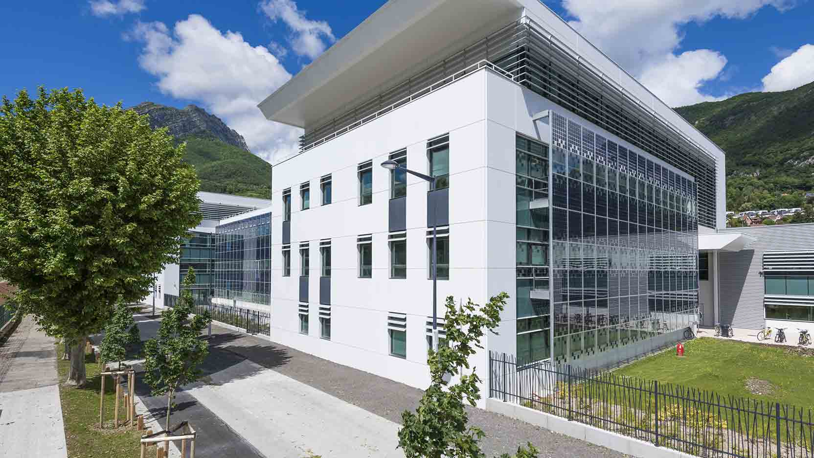Green Building Solutions Awards 2018: The Schneider Electric Technopôle, built by GA, is the French winner of the «Smart Building» category