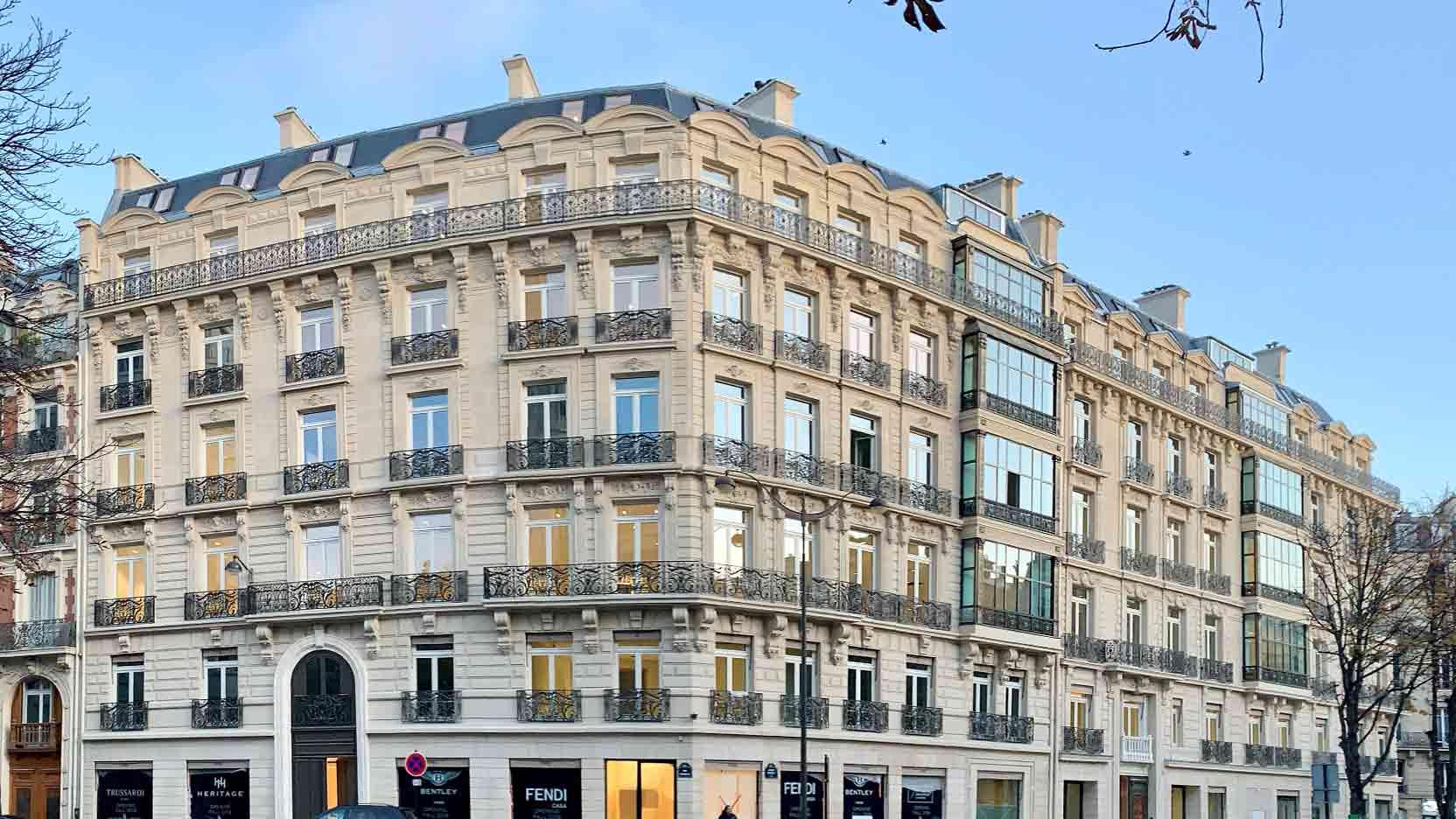 Rénovation de 6 300 m² avenue George V à Paris par GA Smart Building