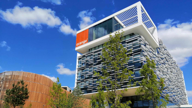 Orange takes possession of its new Campus in Balma
